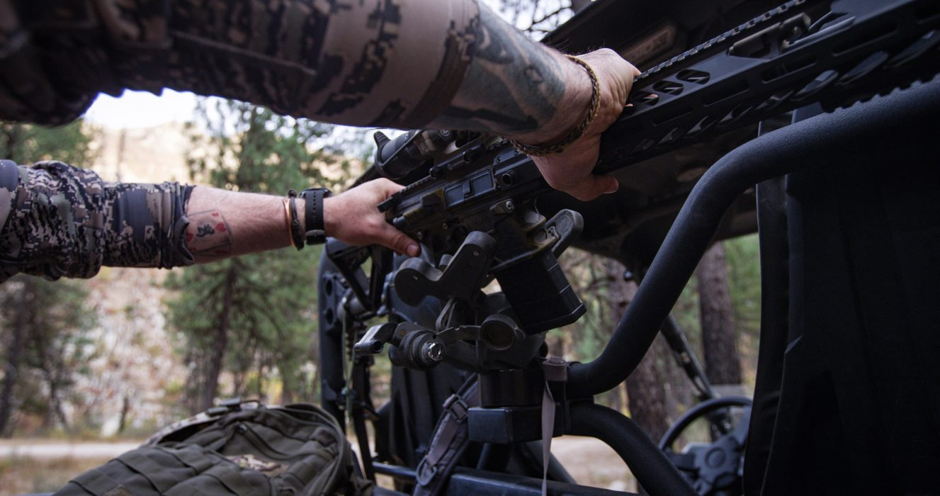 utv-gun-rack-1070-ar15-3